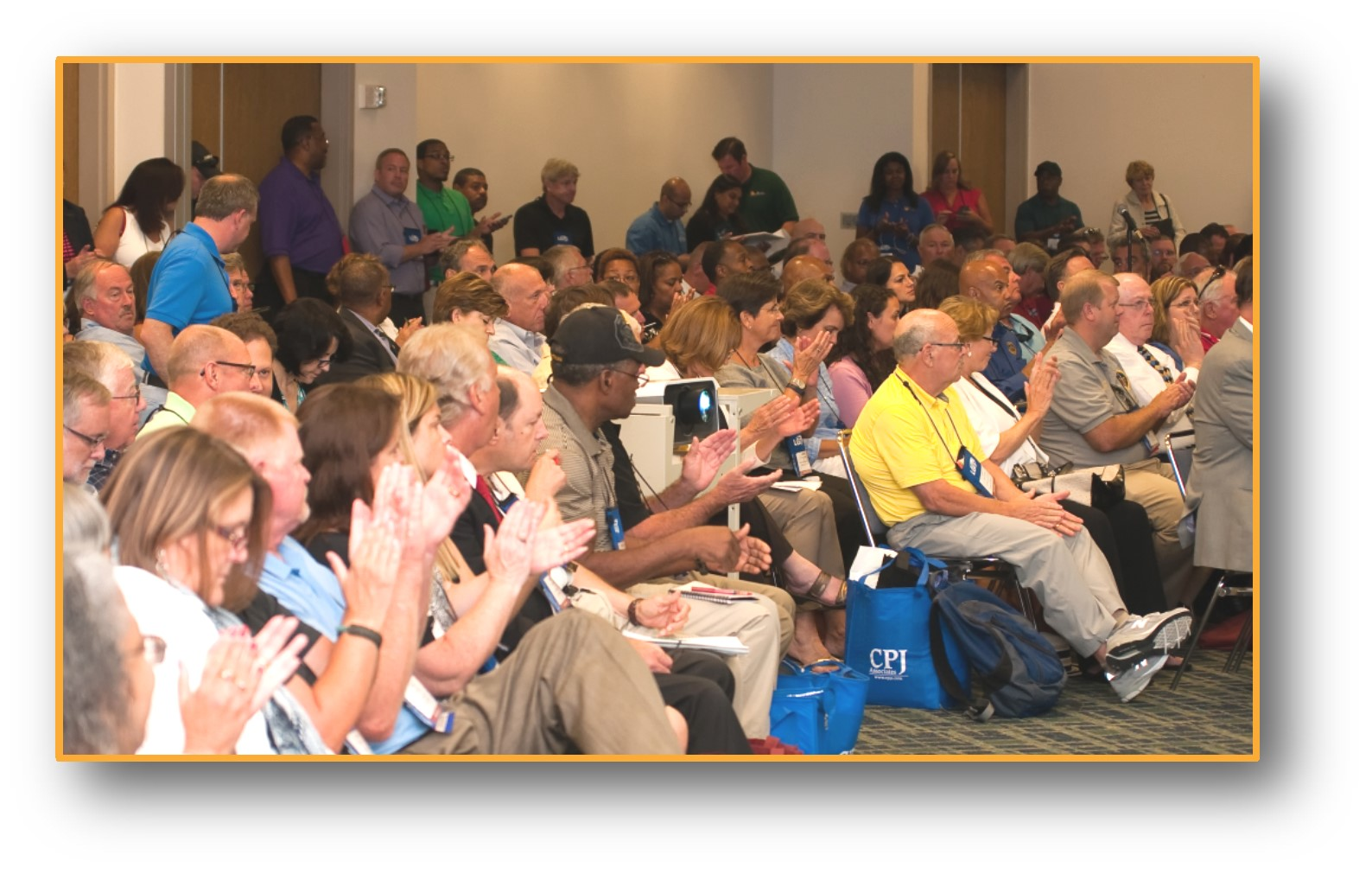 Session SC15 - People seated and clapping